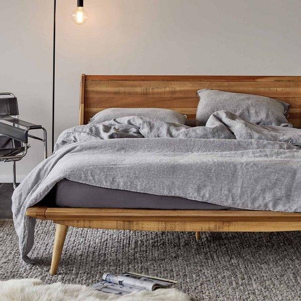 Купить деревянную кровать в Минске