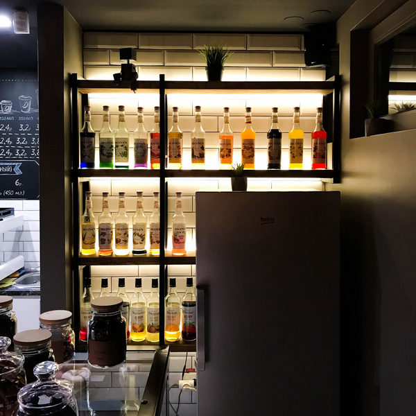 Стеллаж в кафе под заказ Минск