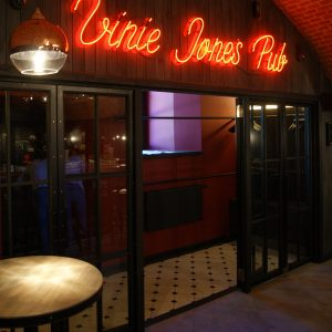 Мебель под ключ для паба Vinie Jones Pub Минск